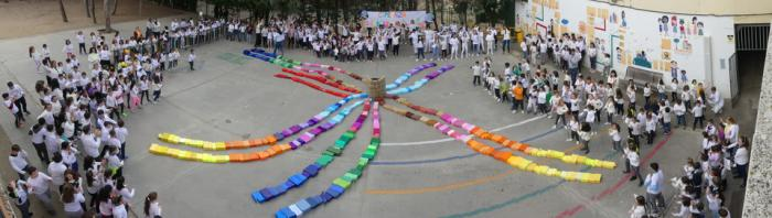 El colegio de Santa Ana por un mundo en paz lleno de colores