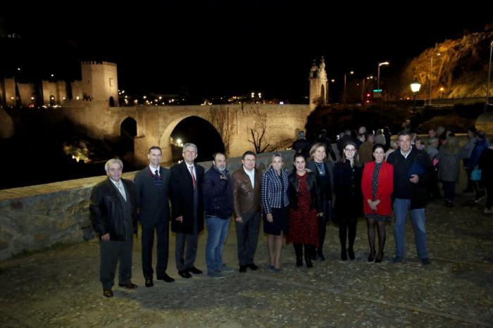 Milagros Tolón anuncia, en el encendido del Puente de Alcántara, la renovación de la iluminación artística de San Juan de los Reyes