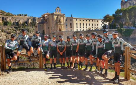 El pasado fin de semana se presentó el nuevo equipo ciclista KENZA ULB Racing Team en la Ciudad de Cuenca