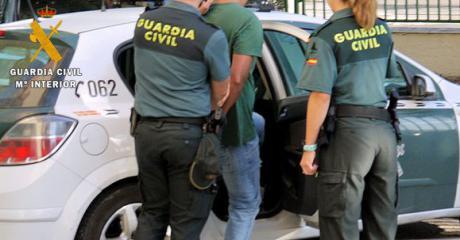 La Guardia Civil ha detenido a una persona por cuatro delitos de robo con violencia cometidos en la localidad de Seseña