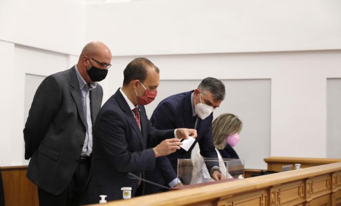 El Pleno elige a Javier Sevilla como nuevo secretario segundo de la Mesa