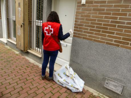 Cruz Roja moviliza a su voluntariado para el reparto de artículos básicos