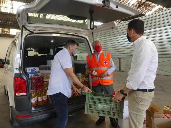 Trivio y Talleres Manchegos donan alimentos a Cruz Roja por valor de 900 euros.