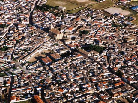 Confinados 23 jóvenes tras contactar con un contagiado en Villamayor de Santiago
