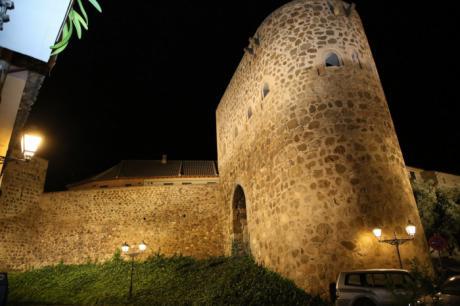 Tolón destaca que la ciudad es referente internacional en iluminación monumental nocturna y ejemplo para otras capitales
