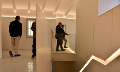 Esplendor abstracto en el nuevo interior de las Casas Colgadas