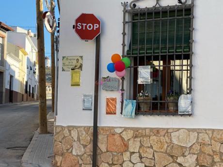 Las calles de Mota se han llenado de versos para celebrar el Día Mundial de la Poesía