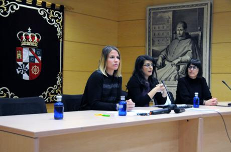 El factor económico centra el foro de reflexión en el campus con motivo del Día Internacional de la Eliminación de la Violencia contra la Mujer