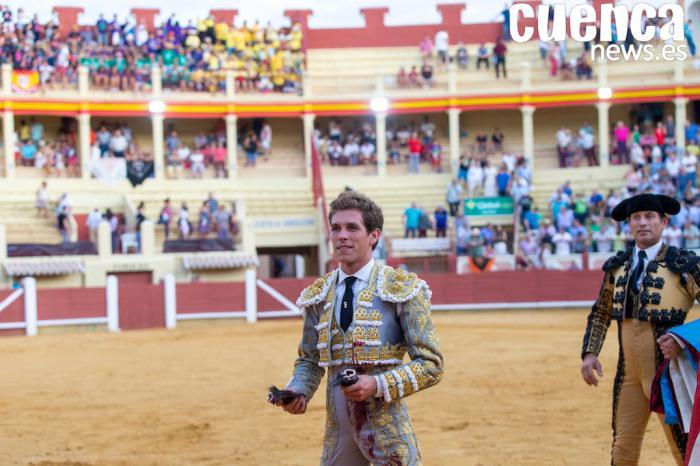 Gran dimensión de Ginés Marín en la primera de Feria