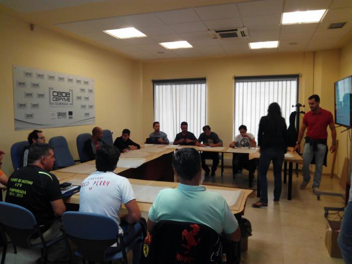CEOE CEPYME Cuenca formó a una docena de empresarios y trabajadores sobre microcemento