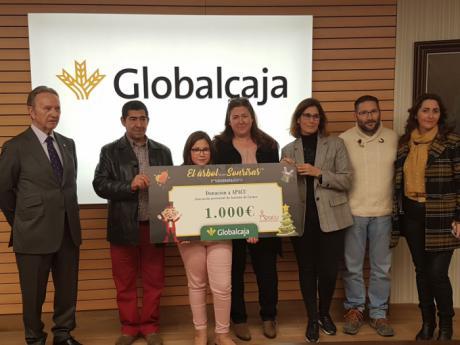 Globalcaja entrega a APACU el premio del concurso fotográfico regional