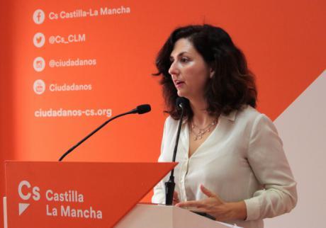 """Orlena de Miguel: """"Los alumnos castellanomanchegos llevan casi una década abandonados por la Junta"""""""