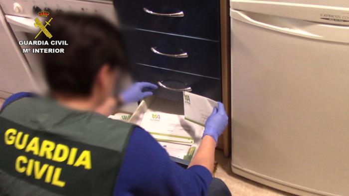 La Guardia Civil detiene a tres personas como autores de delitos de estafa que ofrecían billetes de avión a bajo coste