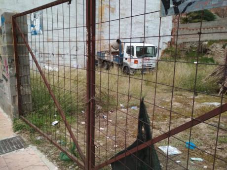 Ciudadanos insiste en forzar la limpieza de los solares abandonados para mejorar la imagen de degradación de muchos barrios