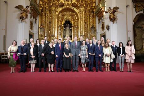 José Luis Perales recibe en Córdoba la Medalla de Oro al Mérito de las Bellas Artes
