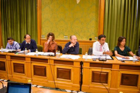 """El PP lamenta que Dolz y Gómez Cavero """"rindan pleitesía"""" a Page con la firma de los protocolos de acceso al Casco Histórico y el Centro de Convenciones"""