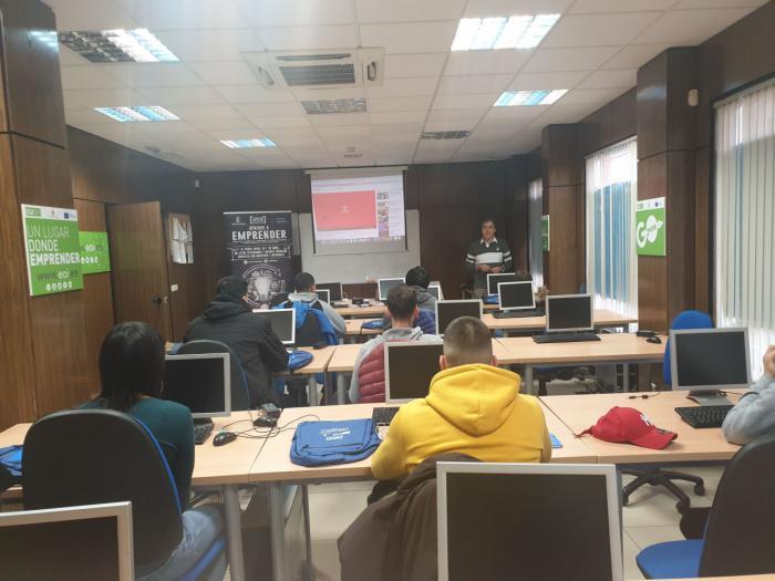 La Confederación de Empresarios forma en emprendimiento a jóvenes de Tarancón a través del programa 'Aprende a Emprender'