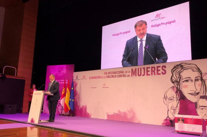 Dolz confirma el compromiso del Ayuntamiento de Cuenca por la erradicación de la violencia de género