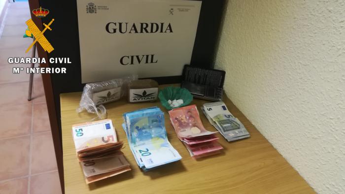 La Guardia Civil ha detenido a un hombre en Camuñas por tráfico de drogas