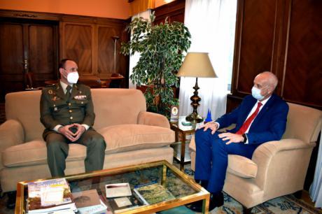 El subdelegado del Gobierno en Cuenca recibe al nuevo Comandante Militar de Cuenca y Toledo, Jesús Arenas