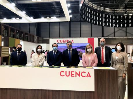 El subdelegado del Gobierno en Cuenca ha visitado FITUR con motivo de celebrarse el Día de Cuenca