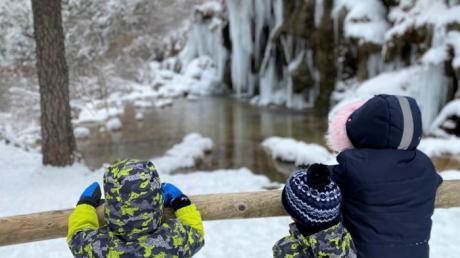 Multitud de visitantes en el nacimiento del río Cuervo tras la copiosa nevada
