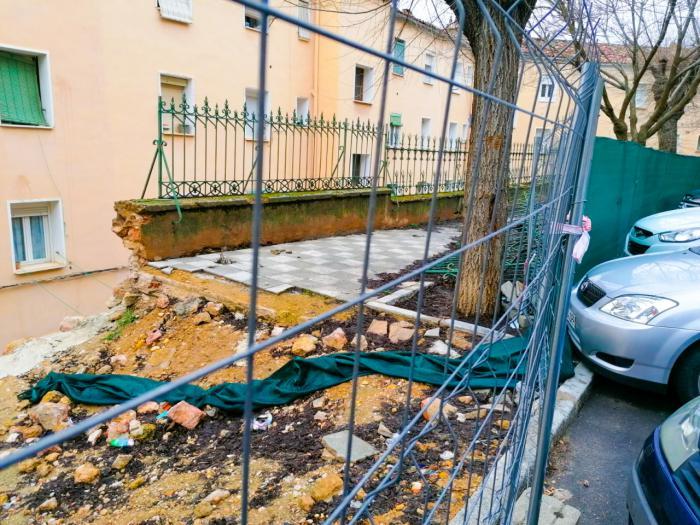 Piden al Ayuntamiento a dar una solución definitiva al muro del barrio de Los Moralejos