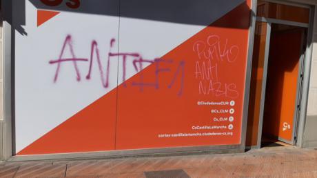 Ciudadanos denuncia las pintadas sufridas en su oficina en Cuenca