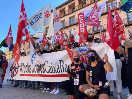 La plantilla de Caixabank vuelve a secundar masivamente la segunda jornada de huelga y las concentraciones contra el ERE