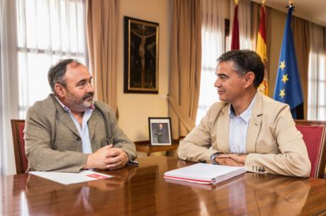 González Ramos recibe al secretario general de UGT en Castilla-La Mancha, Carlos Pedrosa