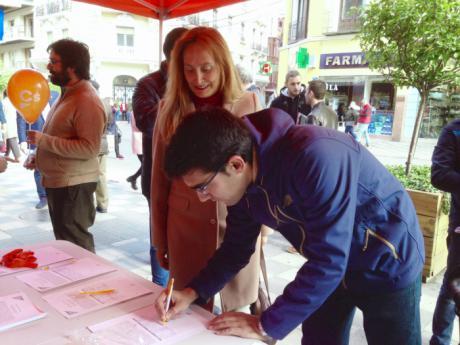 Ciudadanos inicia una recogida de firmas para reclamar a Fomento un aparcamiento gratuito en la estación del AVE