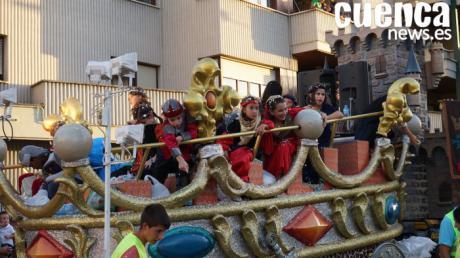 Un desfile de carrozas dedicado a la música llenará de color este jueves las calles de Cuenca