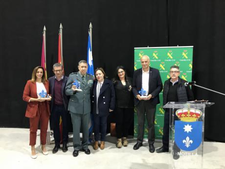 La Guardia Civil da comienzo al Plan Director en Motilla del Palancar con una exhibición y exposición ante 700 alumnos
