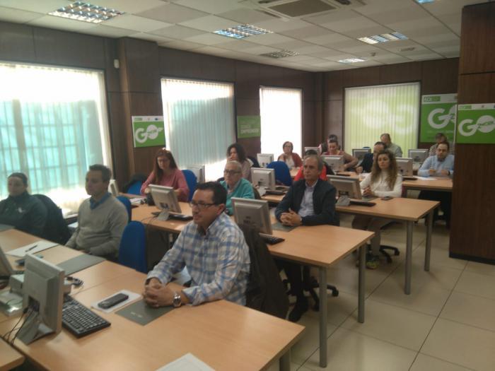 Más de veinte empresarios se informan en Tarancón sobre la optimización de Amazon en mercados internacionales