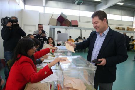 """García-Page: """"Espero que a partir de mañana España conquiste certidumbres y la estabilidad contando con la inmensa mayoría de los ciudadanos"""""""