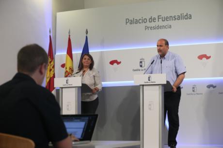 Page firma los decretos que modifican el Gobierno, en el que entra Podemos