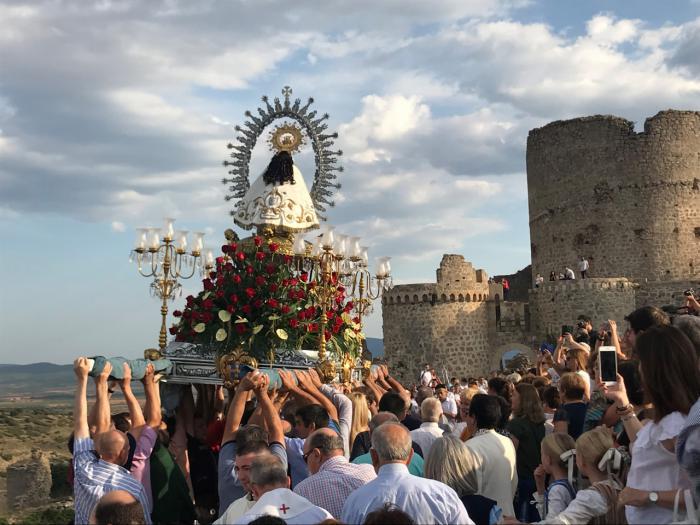 El delegado de la Junta felicita al pueblo de Moya por la celebración del LV Septenario de la Virgen de Tejeda