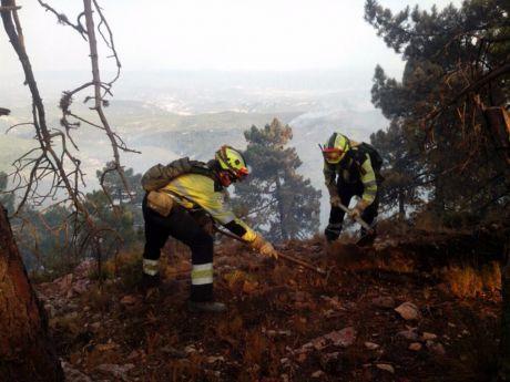 El Gobierno regional mantiene las labores de vigilancia y extinción de los focos del perímetro interior del incendio de Yeste