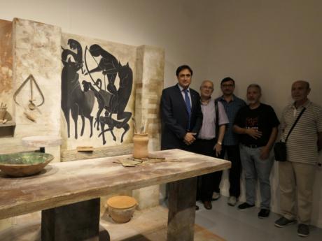 """Inaugurada la exposición """"Moldeados en Tierra"""", muestra que homenaje a Pedro Mercedes y a la alfarería conquense"""