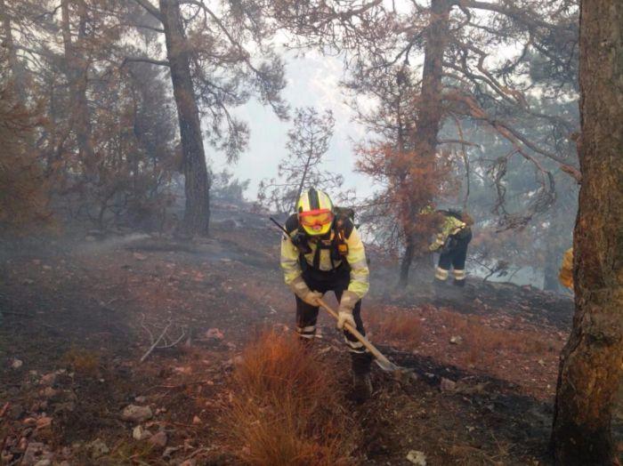 23 Medios y 86 personas trabajan en extinguir el incendio de Cañamares