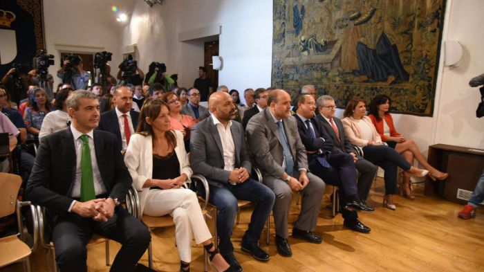 Los sindicatos critican la enmienda PSOE y Podemos que afecta a altos cargos