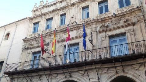 Ciudadanos pide que la bandera de Barcelona ondee a media asta en el balcón del Ayuntamiento durante los tres días de luto oficial