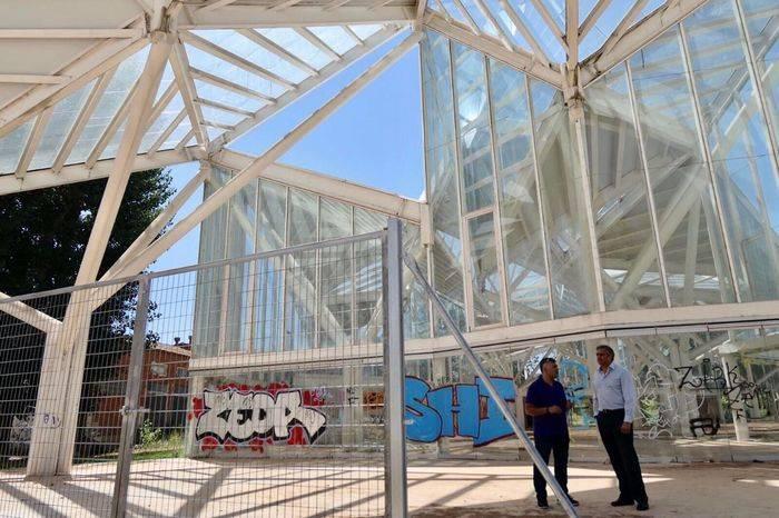 El Ayuntamiento instala un vallado perimetral en el Bosque de Acero