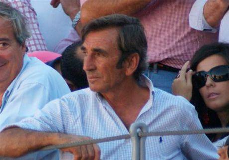 Miles de personas dan su último adiós a Dámaso González en Albacete