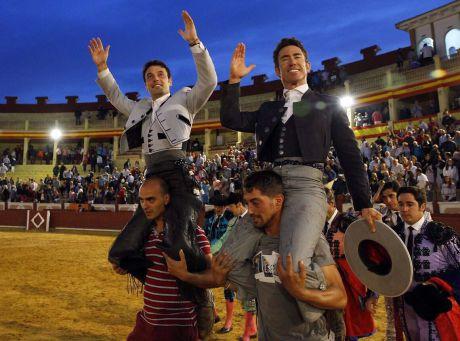 Pleno de cuatro orejas de Andy Cartagena, que sale a hombros con Leonardo Hernández en la cuarto de abono