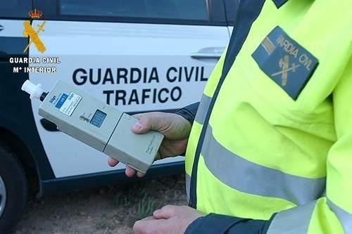 La Guardia Civil detiene a una persona por conducir un vehículo sustraído bajo la influencia del alcohol