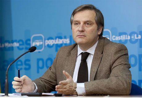 Para el PP, Page utiliza las instituciones para presionar en las primarias del PSOE y mantenerse en el poder