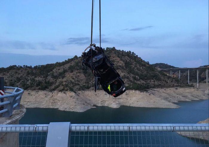 Rescatan el cuerpo del único ocupante del coche caído al pantano de Contreras