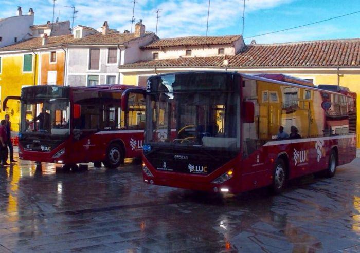 La capital estrena dos nuevos autobuses urbanos
