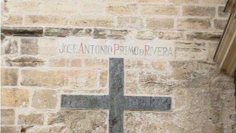 El Obispado acata la sentencia y retirará símbolos franquistas de la Catedral
